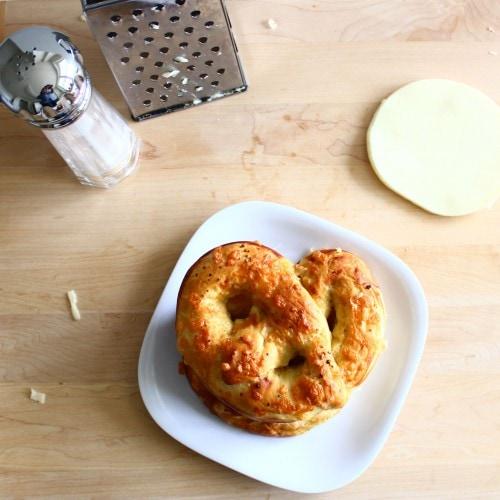 Post image for Confession #37: I don't like salt on my pretzels… Homemade Soft Pretzels