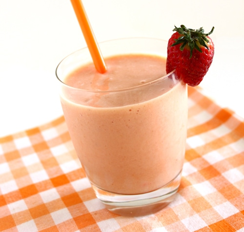 Berries and Mango Smoothie | 4th of July Recipe Roundup from brighteyedbaker.com