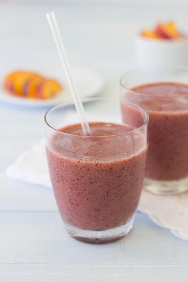 {All Fruit} Blueberry Peach Smoothie from @brighteyedbaker | brighteyedbaker.com