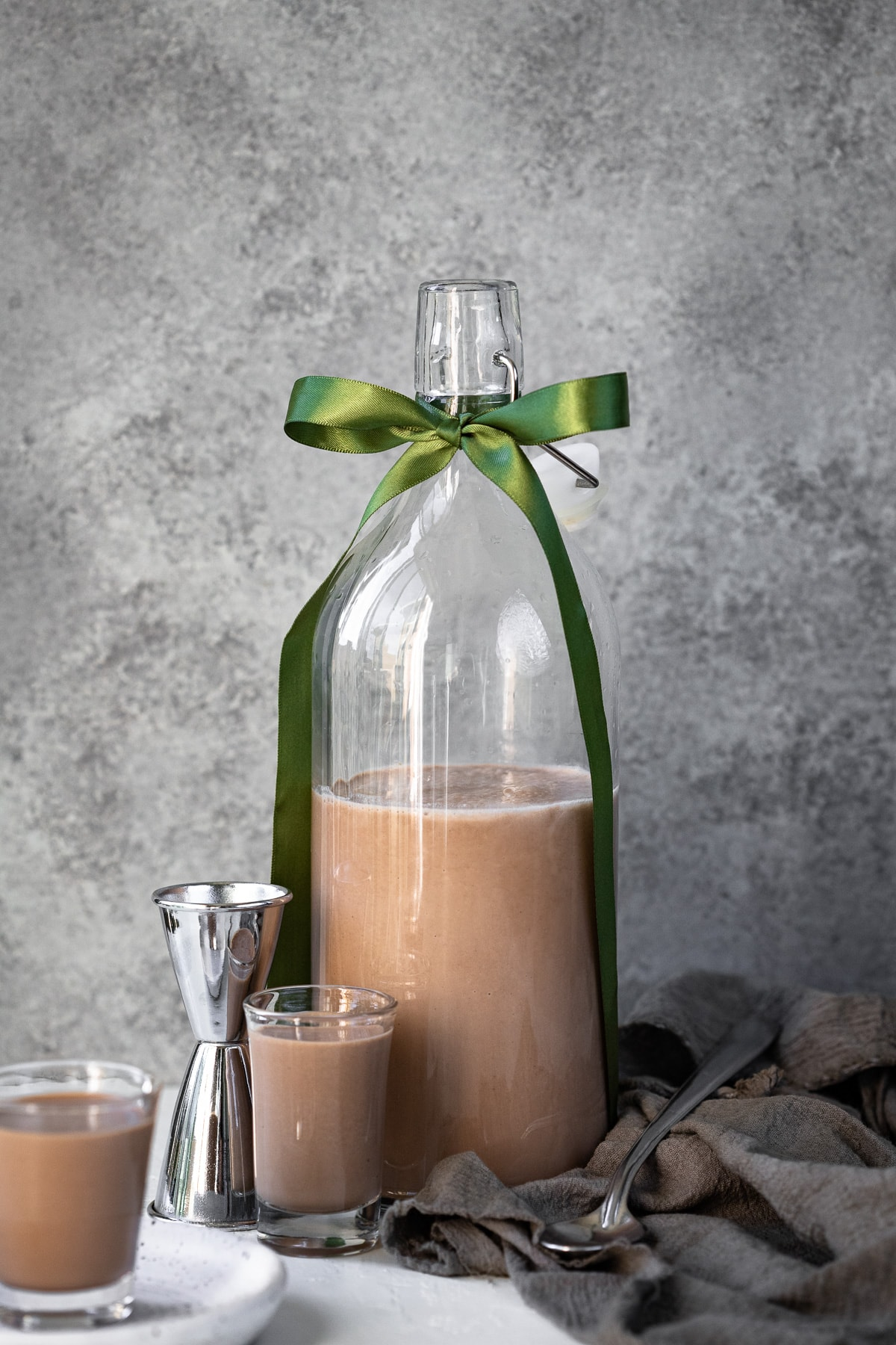 DIY Irish Cream {Homemade Bailey's} - a sweet, creamy, and chocolate-y, homemade Irish Cream Liqueur made in a blender in SECONDS. | www.brighteyedbaker.com