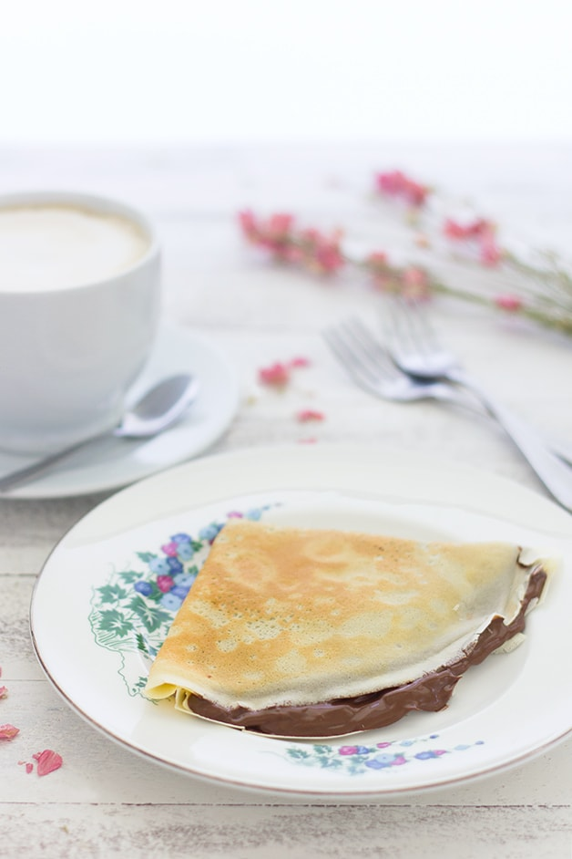 Easy Nutella Crêpes - no extra time or special equipment needed for this small-batch crêpe recipe for light, sweet crêpes. | brighteyedbaker.com