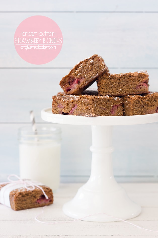 Brown Butter Strawberry Blondies - an easy summer dessert studded with fresh, juicy strawberries. From @brighteyedbaker | brighteyedbaker.com #dessert #theincrediblehull