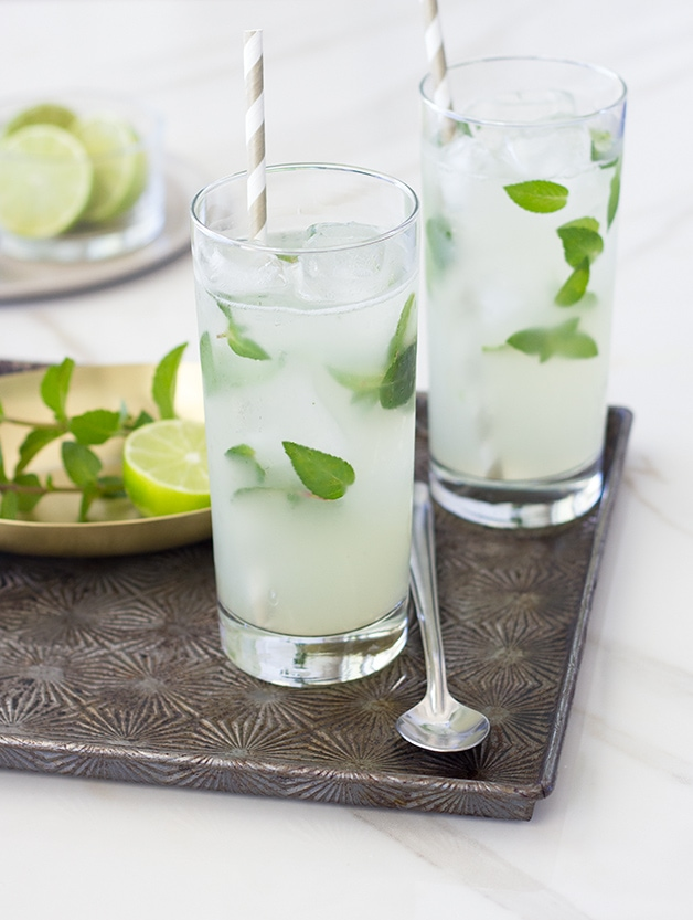 Classic Mojito - a light and refreshing cocktail with a bright lime flavor and cool mint undertones.| www.brighteyedbaker.com #cocktail