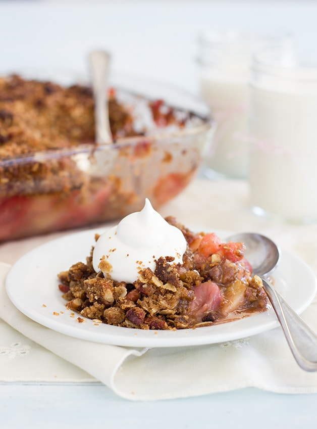 Strawberry Apple Crumble - a wam, nutty crumble that combines juicy summer berries with crisp fall apples in the best way possible. | www.brighteyedbaker.com