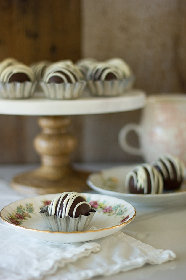 Brown Butter White Chocolate-Chocolate Chunk Cookie Dough Truffles - aka your legitimate excuse to eat cookie dough for dessert tonight. ;)   www.brighteyedbaker.com