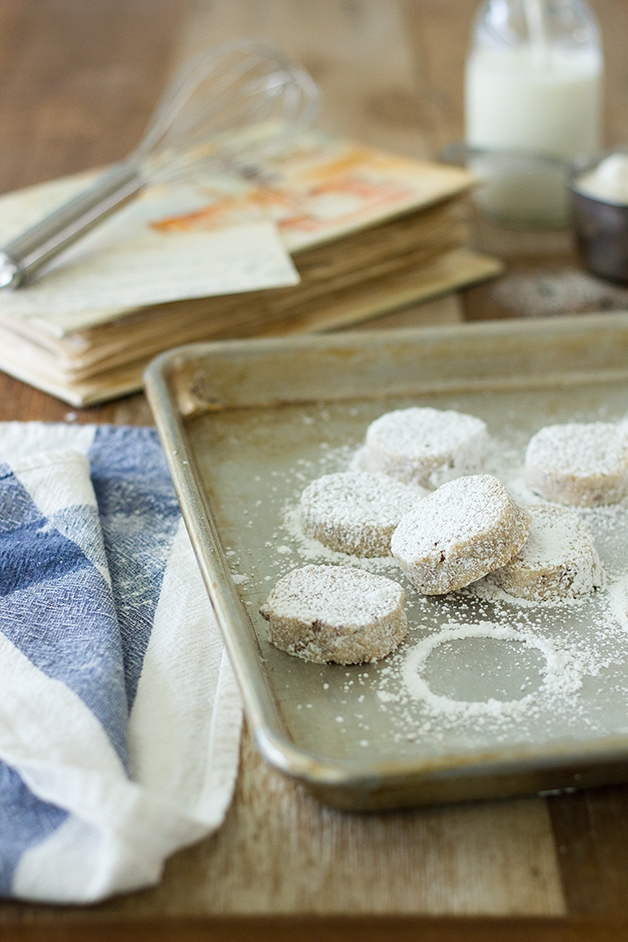 Pecan Sandies - dense but soft, lightly sweetened cookies with toasty pecans, a touch of almond extract, and a good dusting of powdered sugar. | www.brighteyedbaker.com