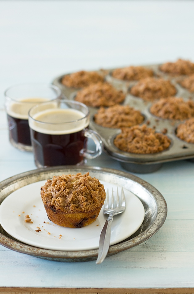 Cinnamon Chip Coffeecake Muffins - cinnamon chip muffins with a crunchy crumble topping. | www.brighteyedbaker.com