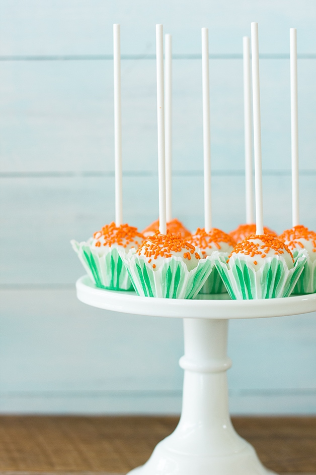 {From Scratch} Carrot Cake Pops - Spiced Carrot Cake mixed with Cream Cheese Frosting and coated in White Chocolate| www.brighteyedbaker.com