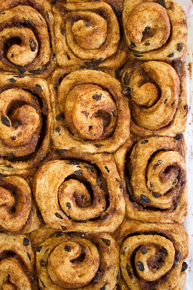 Cinnamon-Raisin Swirl Buns - a classic bread turned into super-soft ...