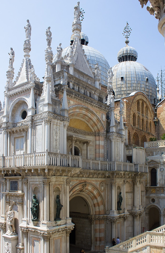 Piazza San Marco - Food & Travels: Venice - A guide to must-see places and things to eat in Venice, Italy | www.brighteyedbaker.com
