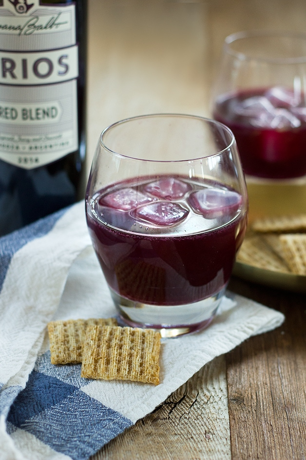 Happy Hour with @criosbysbw: Red Wine Vodka Spritzer - A cocktail that's perfect for red wine lovers, full of its rich, juicy flavors plus a little bit of sweetness and spritz. #CRIOSinspires | www.brighteyedbaker.com