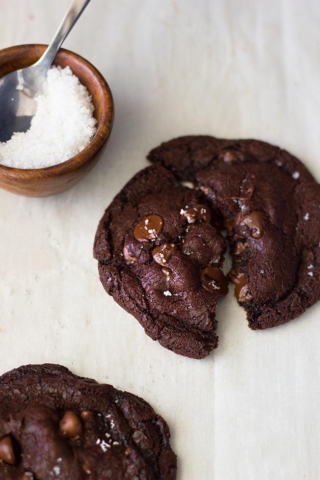 Fudgy Flourless Nutella Chocolate Chip Cookies | www.brighteyedbaker.com